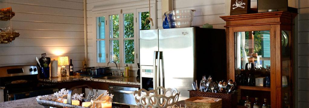 cozinha com madiera branca