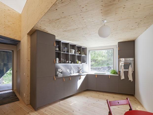 cozinha moderna com madeira crua