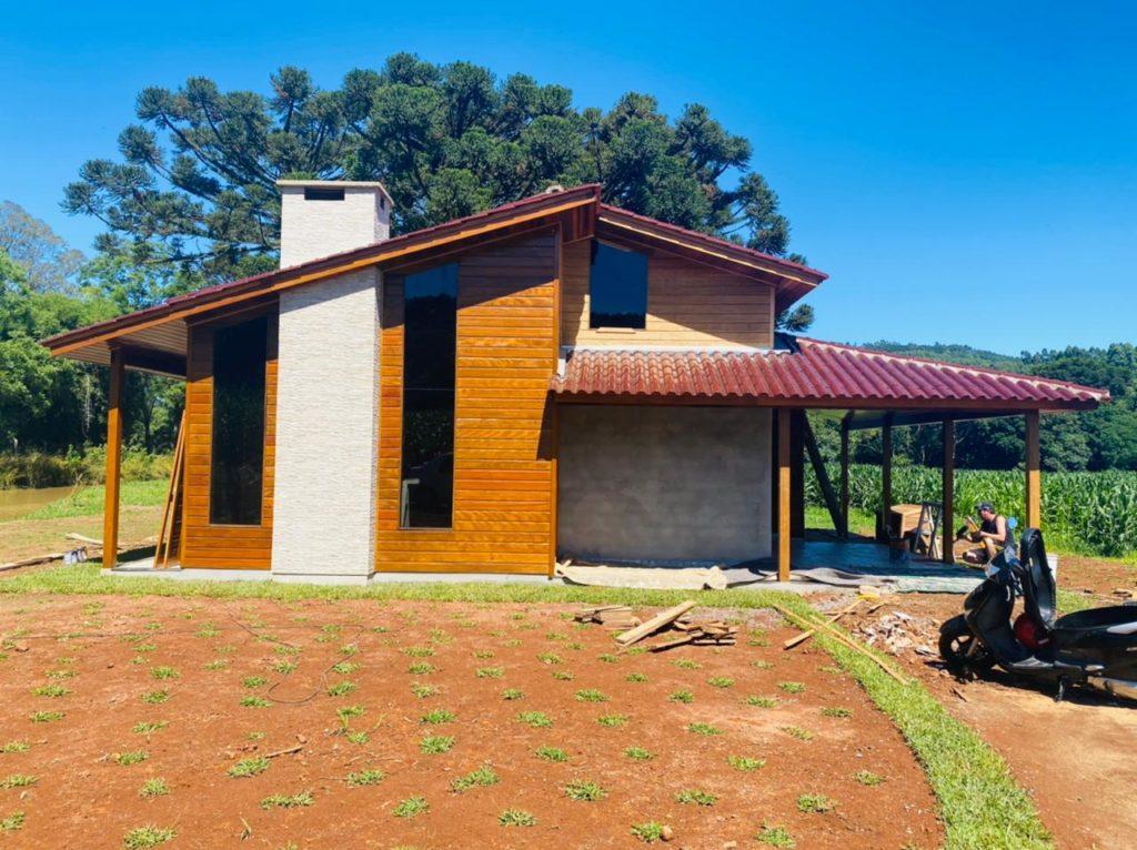casa pré-fabricada com lareira