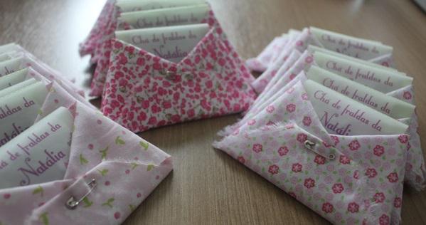 fraldas de artesanato como convites