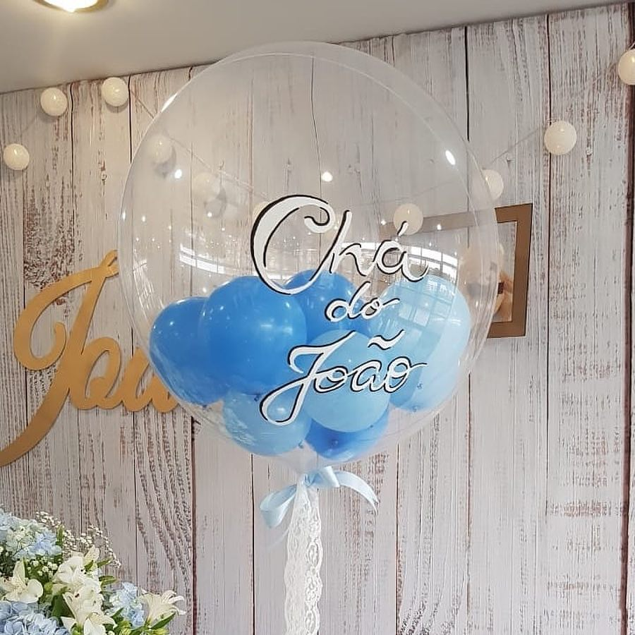 Decoração de chá de bebê com balões personalizados