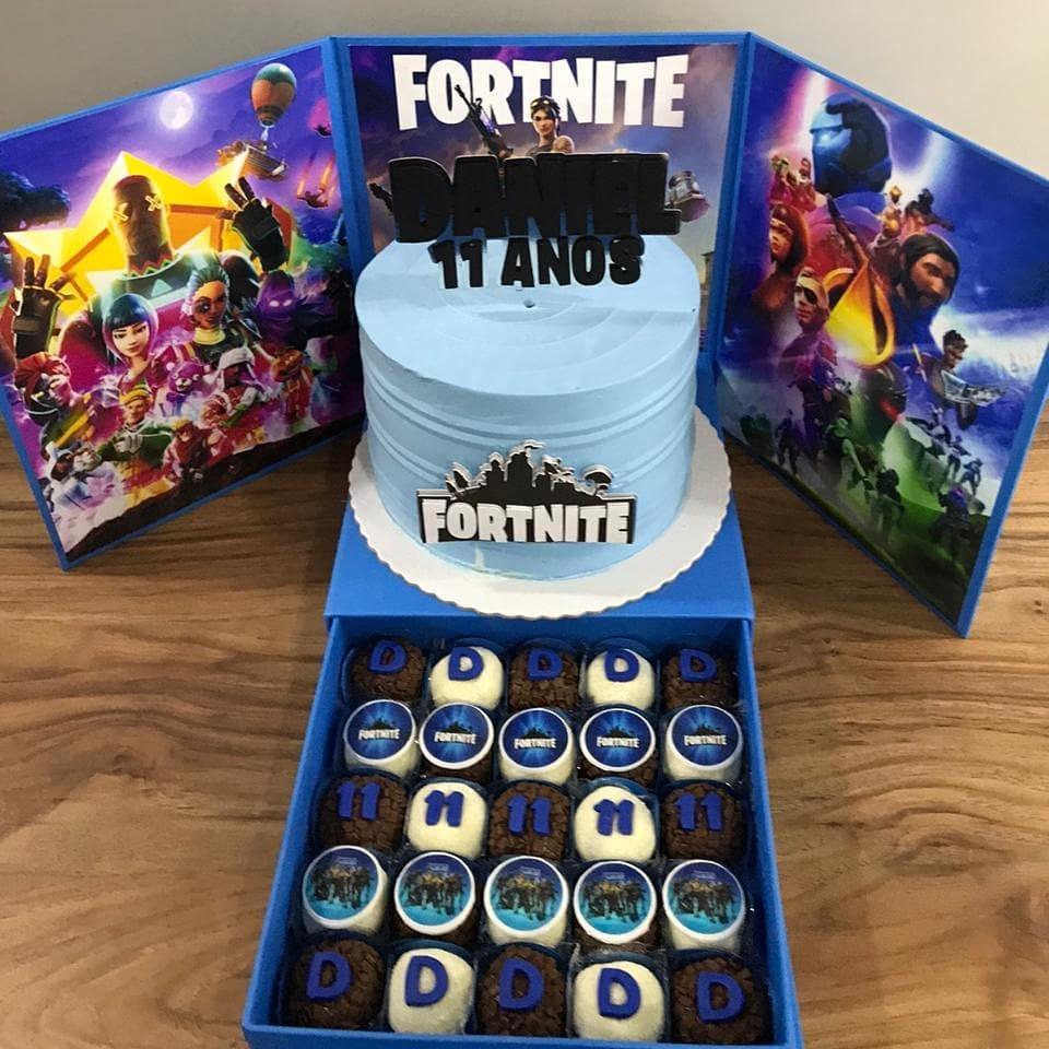 Festa na caixa com tema d jogo Fortnite