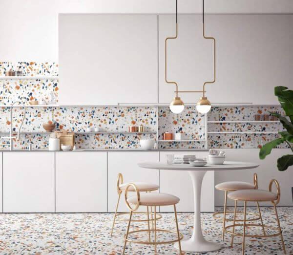 cozinha com piso e parede iguais