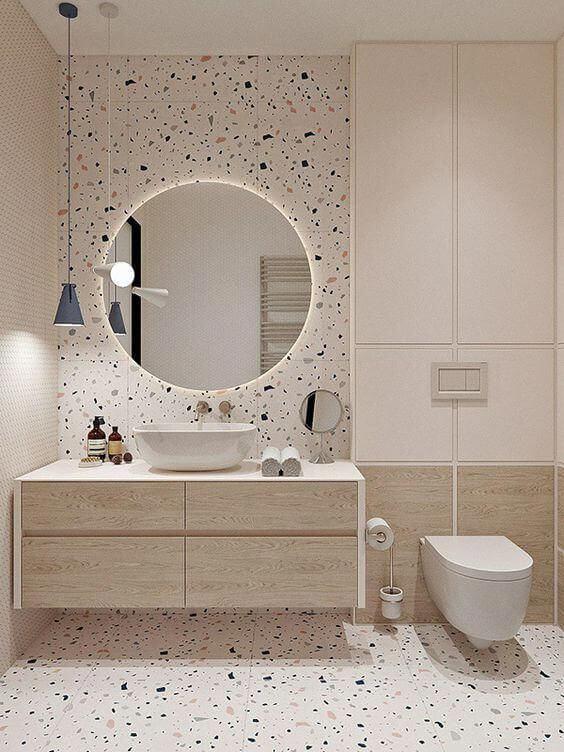 área do espelho e piso de granilite e madeira