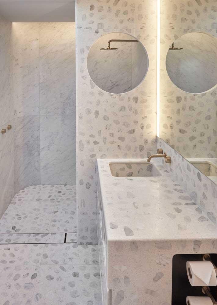 banheiro claro com granilite