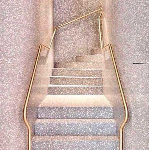escada e parede com grnailite