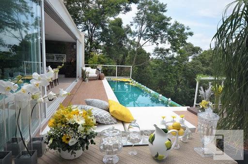 piscina decorada com girassois