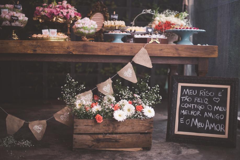 mesa decorada com kalanchoe