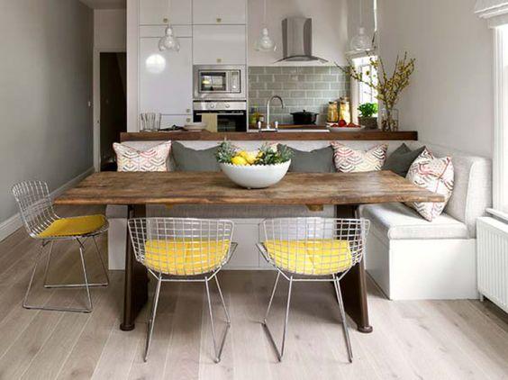 mesa rustica e cadeira de alumínio