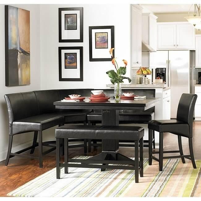 mesa monocromatica e cadeiras