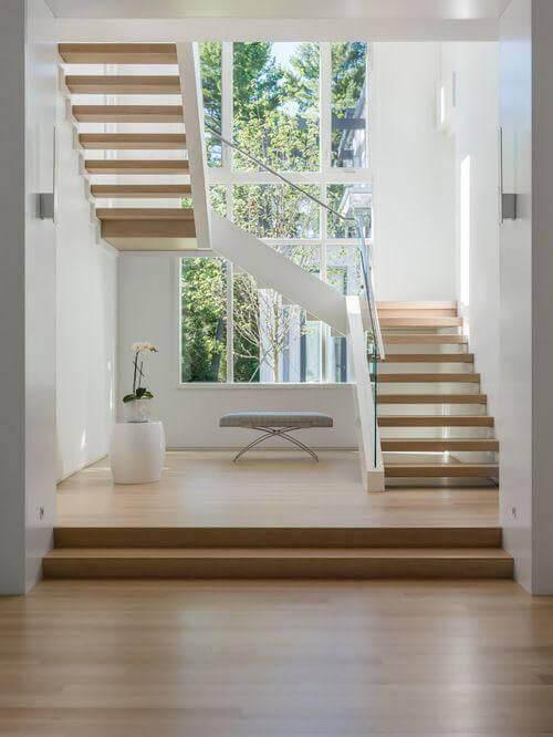 escada e piso da sala iguais