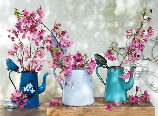 bules antigos com flores