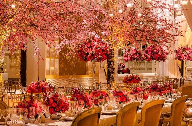 salão decorado com cerejeira
