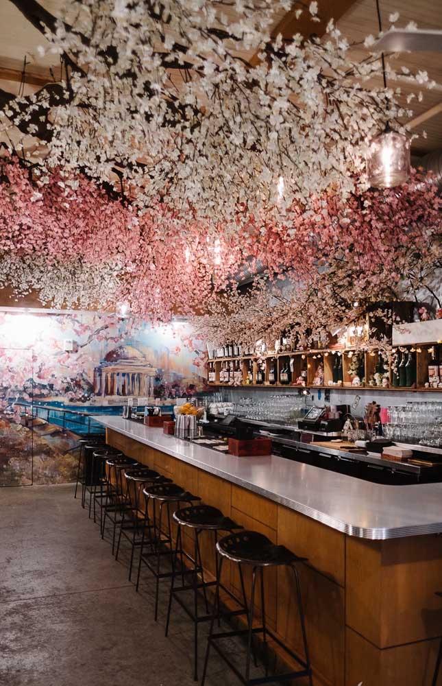 teto decorado com flor de cerejeira