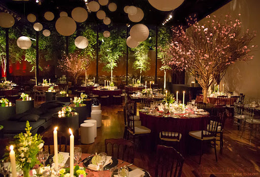 salão com flor de cerejeira
