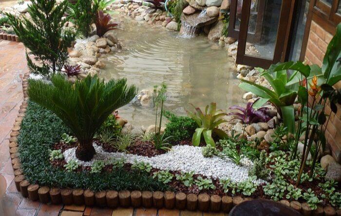 lago com grama