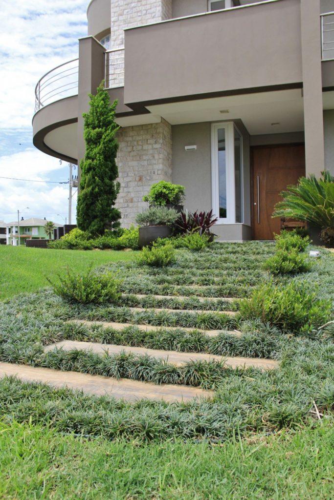 fachada com grama