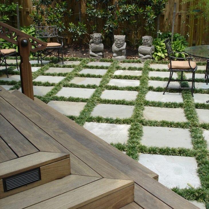 jardim com grama preta