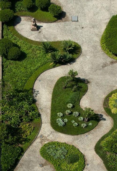jardim grande com grama