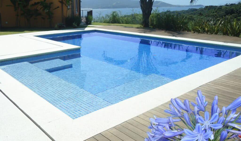 piscina com vista panorâmica