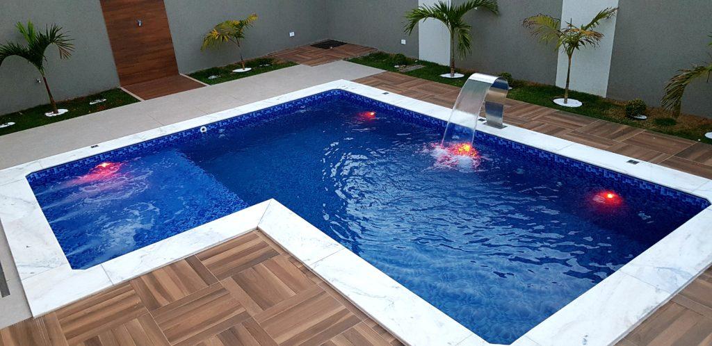 piscina com iluminação em led
