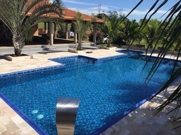 sítio com piscina