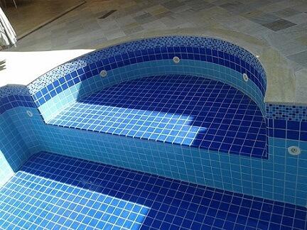 piscina com adesivo