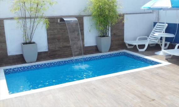 piscina pequena com fonte