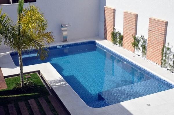 piscina com fonte