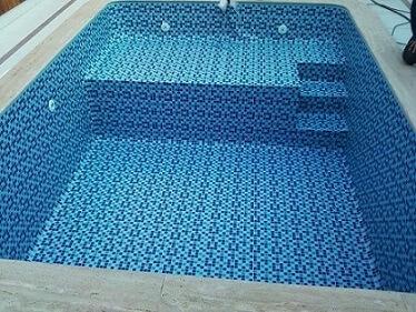 piscina com degrau