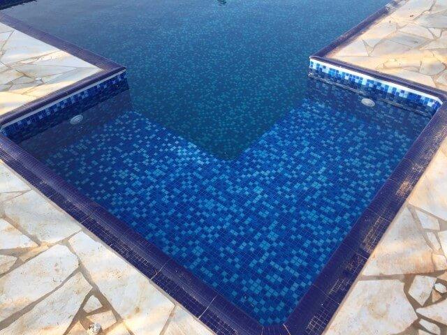 piscina quadrada com sauna