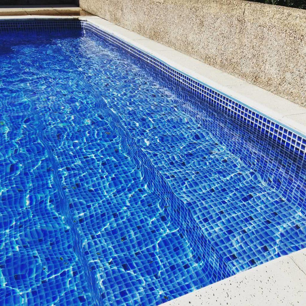 piscina de vinil com adesivo