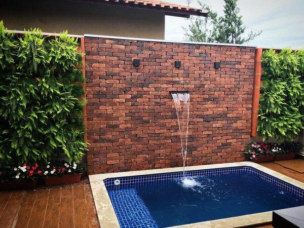 piscina pequena decorada