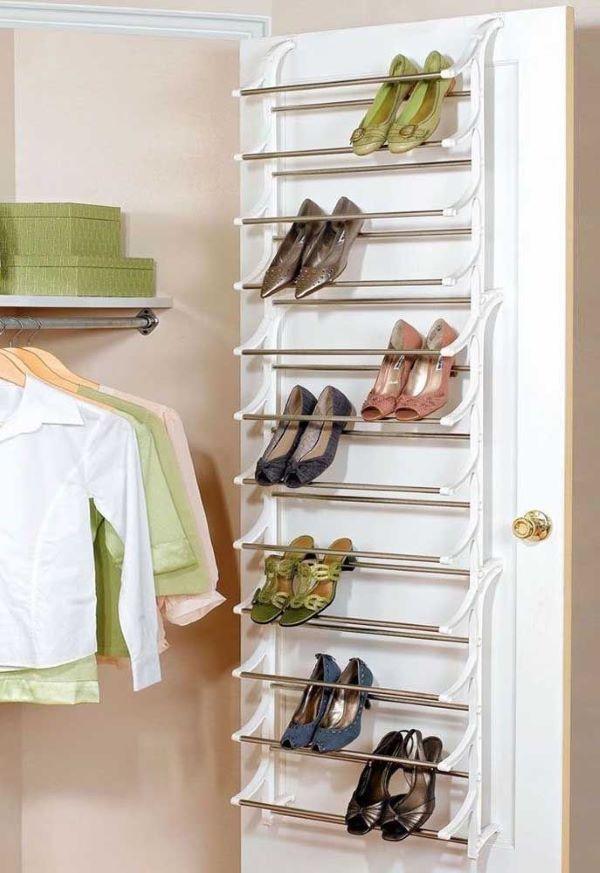 guarda roupa com sapatos