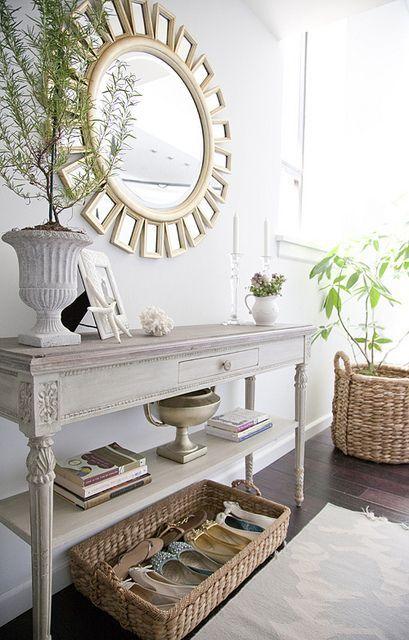 hall decorado com sapateira