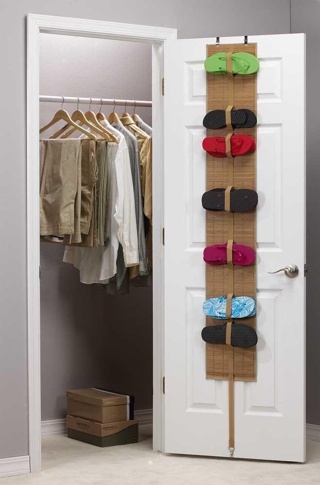 porta chinelos na porta