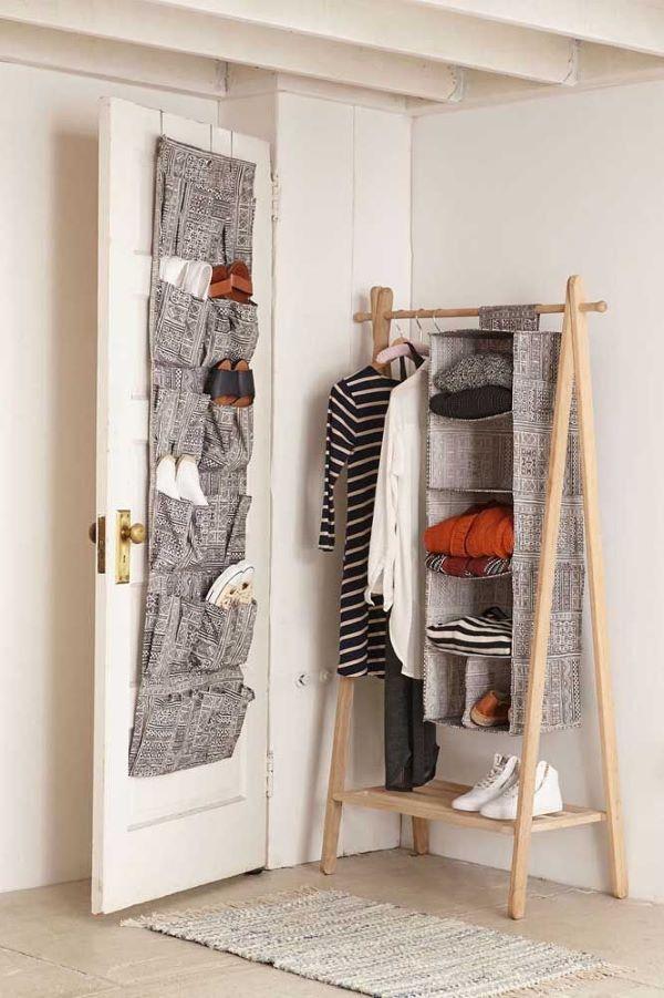 arara e organizador de sapats na porta