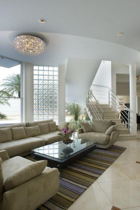 detalhe com iluminação natural em casa