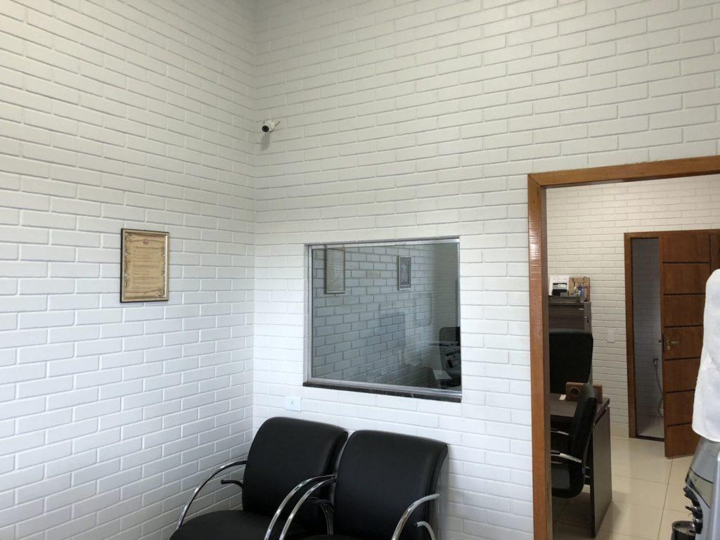 consultorio com tijolo