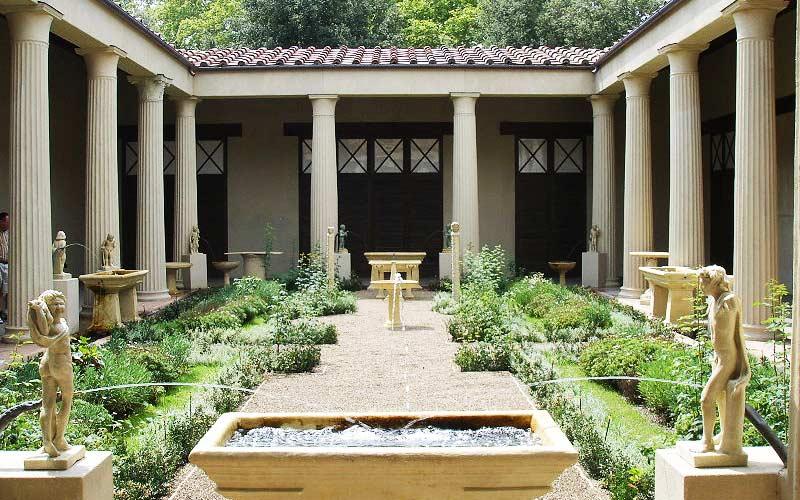 residencia moderna com traços romanos