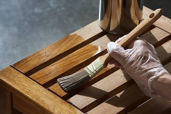 Como pintar madeira crua