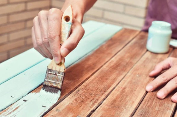 madeira com tinta branca