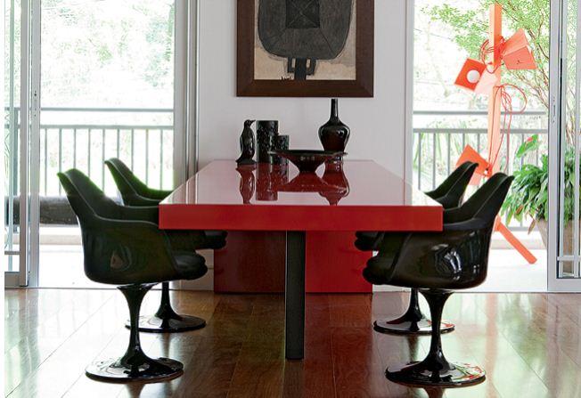 mesa vermelha brilhante