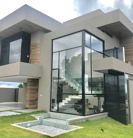 fachada com janelas de vidro