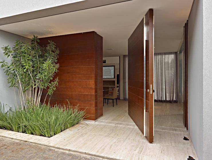 esquadria porta pivotante