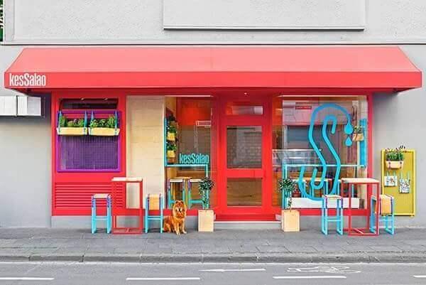 fachada de loja vermelha