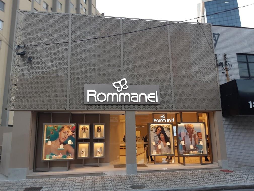 fachada de loja preto