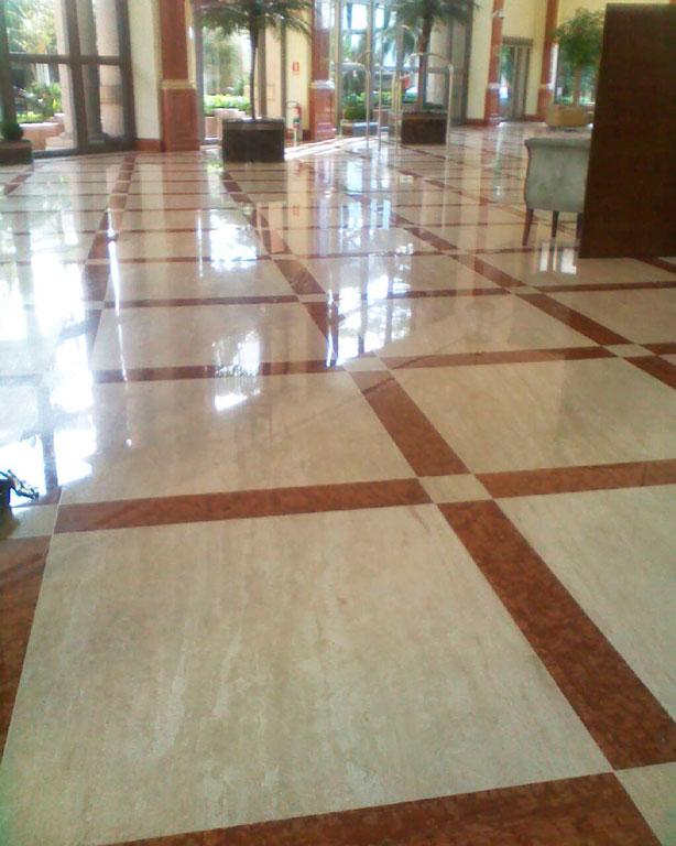 piso marrom