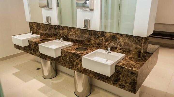 banheiro com pedra