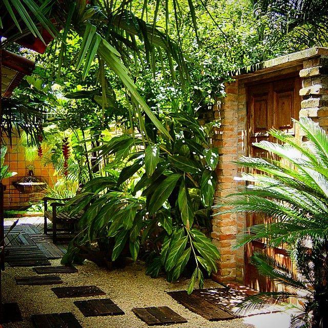 entrada com jardim